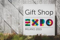Signe de boutique de cadeaux à l'expo 2015 à Milan, Italie Image stock