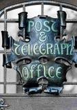 Signe de bureau de poteau et de telegrapgh Photo libre de droits