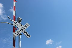 Signe de chemin de fer avec des voyants d'alarme Images libres de droits