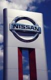 Signe de concessionnaire automobile de Nissans Images libres de droits