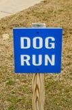 Signe de course de chien Photos stock