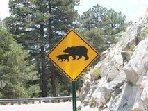 Signe de croisement d'ours Photos stock