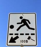 Signe de croisement de cour de jeu avec l'amende Photo stock