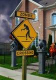 Signe de croisement de zombi pour Halloween Image libre de droits