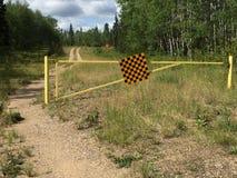 Signe de cul-de-sac avec une barrière de route Photo stock