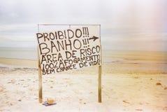 Signe de danger à la plage photo libre de droits