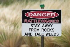 Signe de danger de serpents à sonnettes Image libre de droits