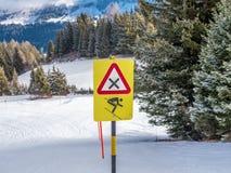 Signe de danger pour la grande vitesse sur les Alpes suisses - 2 Images stock