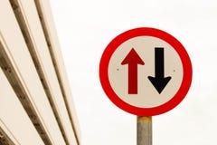 Signe de deux flèches Image stock