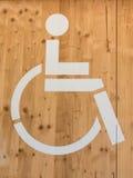 Signe de fauteuil roulant d'handicap : Symbole de toilettes Photos libres de droits