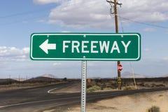 Signe de flèche d'autoroute de désert image libre de droits