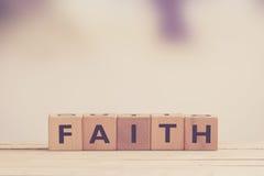 Signe de foi fait de bois images libres de droits