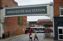 Signe de gare routière au-dessus de gare routière de Winchester photos libres de droits
