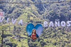 Signe de Jésus suspendu à un connexion Banos, Equateur de salutation Image libre de droits