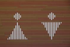 Signe de l'homme et de femme sur le fond en bois image libre de droits