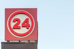 Signe de l'information de couleur rouge avec le numéro 24 Images libres de droits