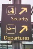 Signe de l'information montrant la manière aux départs et la sécurité à la bruyère Image libre de droits