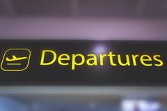 Signe de l'information montrant la manière aux départs et la sécurité à la bruyère Photos stock