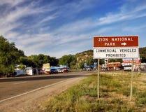 Signe de l'information de route d'itinéraire, Zion National Park Utah Image stock