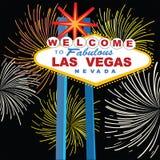 Signe de Las Vegas avec des feux d'artifice Photographie stock libre de droits