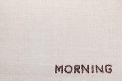 Signe de lettre de matin des grains de café d'isolement sur la texture de linea, alignée en bas à droite image libre de droits