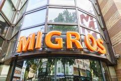 Signe de logo de magasin de nourriture de Migros Photographie stock libre de droits