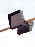 Signe de lumière de lampe du trafic de LED installé sur la rue Image stock