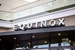 Signe de magasin d'équinoxe images stock