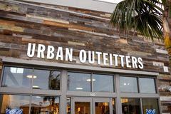 Signe de magasin d'Urban Outfitters photos stock