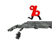 Signe de pourcentage avec les jambes humaines fonctionnant sur casser le groun de puzzle Images stock