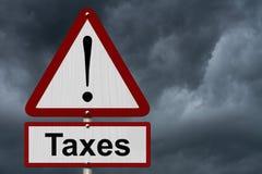 Signe de précaution d'impôts Photos libres de droits