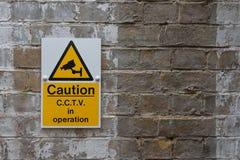 Signe de précaution de télévision en circuit fermé Photo libre de droits