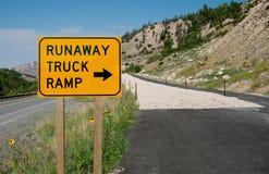 Signe de rampe de camion d'emballement photographie stock libre de droits