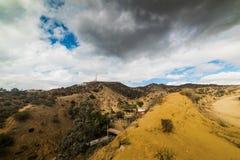 Signe de renommée mondiale de Hollywood vu du canyon de Bronson Images stock