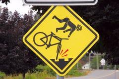 Signe de risque de route pour des bicyclettes Images libres de droits