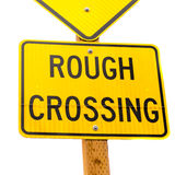 Signe de route approximatif de jaune de croisement Photographie stock libre de droits