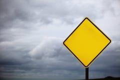 Signe de route blanc photographie stock libre de droits