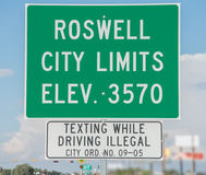 Signe de route chez Roswell New Mexico Image stock