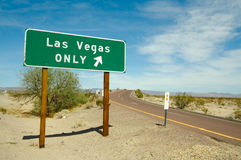 Signe de route de Las Vegas seulement photographie stock libre de droits