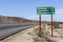Signe de route de Palmdale, de Lancaster et de Los Angeles Photo stock