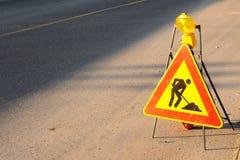 Signe de route de travaux en cours Images stock