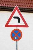 Signe de route de virage à gauche Photographie stock libre de droits