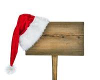 Signe de route en bois avec le chapeau de Santa Photographie stock