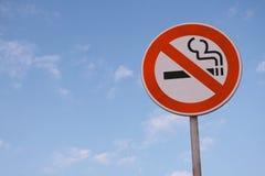 Signe de route non-fumeurs Photographie stock libre de droits