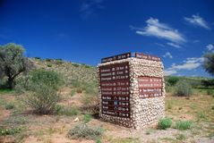 Signe de route Parc franchissant les frontières de Kgalagadi Le Cap-du-Nord, Afrique du Sud photographie stock libre de droits