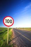 Signe de route pour la limitation de vitesse Image stock