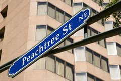 Signe de route pour la rue de Peachtree Image libre de droits