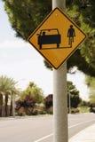 Signe de rue pour des véhicules et des vélos Photos stock