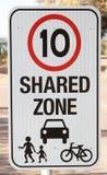 Signe de sécurité pour la zone partagée Photo libre de droits