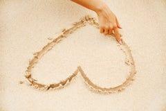 Signe de sable de coeur Photographie stock
